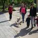 rodina na prechádzke