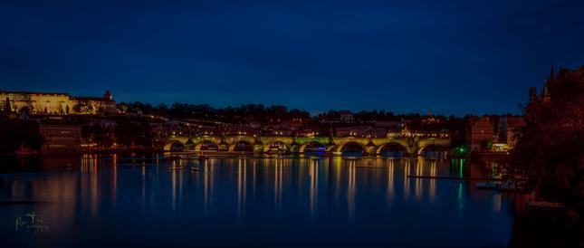 nočný Karlov most