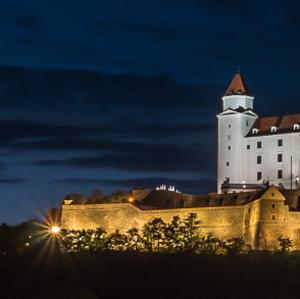 noc nad hradom