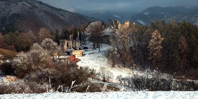 Sklabinský hrad v zime