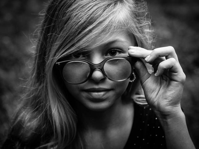 v okuliaroch
