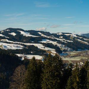 dedinka v údolí