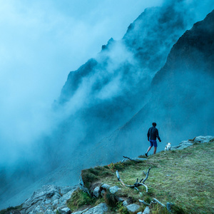 Pohliadni do hmly