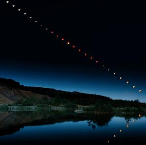 Zatmenie Mesiaca 2015 po 8 minút