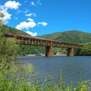 Vlak cez rieku Hornád