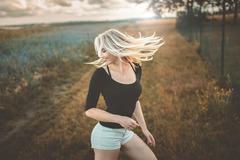 Se sluncem ve vlasech