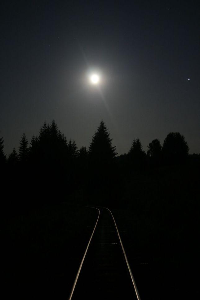 Noc na koľajach