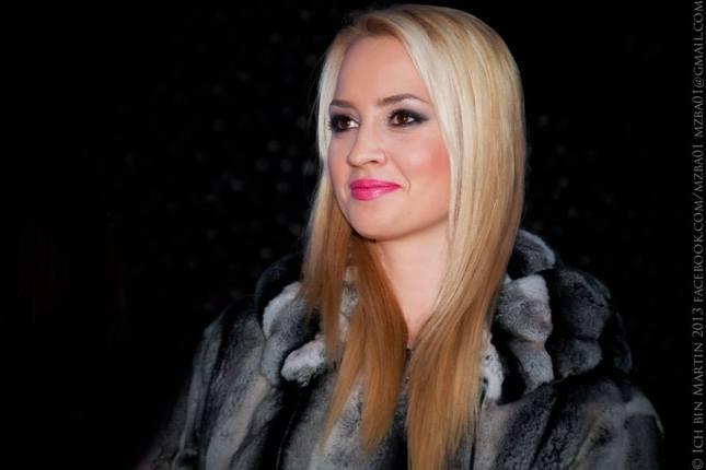 Blonde in black, Barbora R.