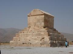 Kyrova hrobka