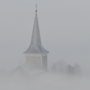 Kostol v hmle