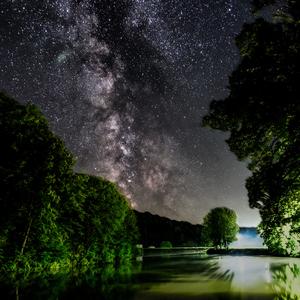 noc nad jazerom