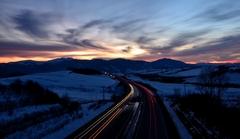 súmrak nad diaľnicou