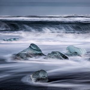 ľad v objatí vody