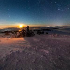 Východ Mesiaca na Kojšovskej Hol