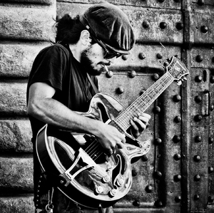 guitar solo on the street