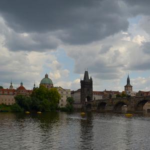 Praha pred búrkou