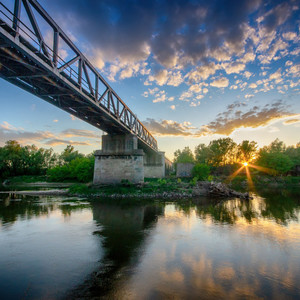 Slnko sa ponara do rieky
