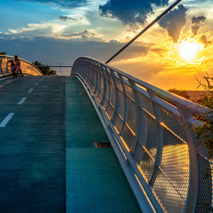 Slnko nad mostom