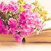 Kniha a kvietky