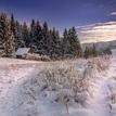 Schovaná chatka v zimnej krajine