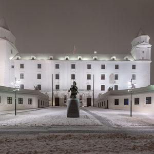 Vecerny hrad pod snehom