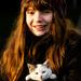 Dievča s mačiatkom