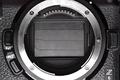 Zakrytý čip uzávierkou počas výmeny objektívu u Nikonu Z6 II