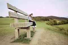 Na veľkej lavičke