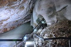 Prvý ľadový tunel