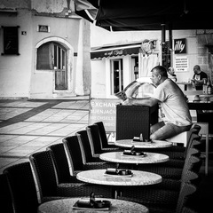 čakanie na kávičkárov