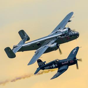 B-25 Mitchell a Chance Vought F4