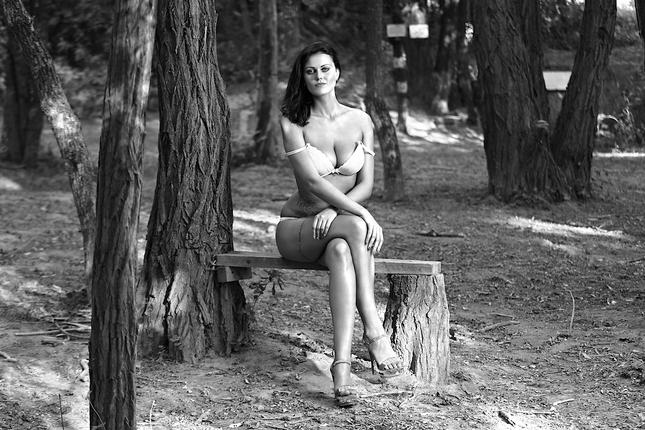 Sama v lese