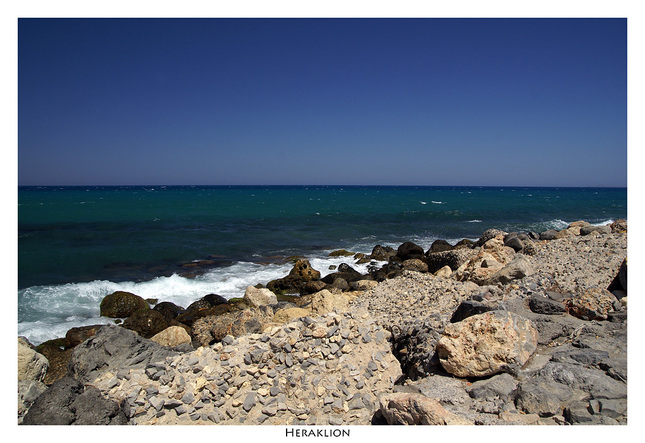Blu sky, Blu sea and the rocks