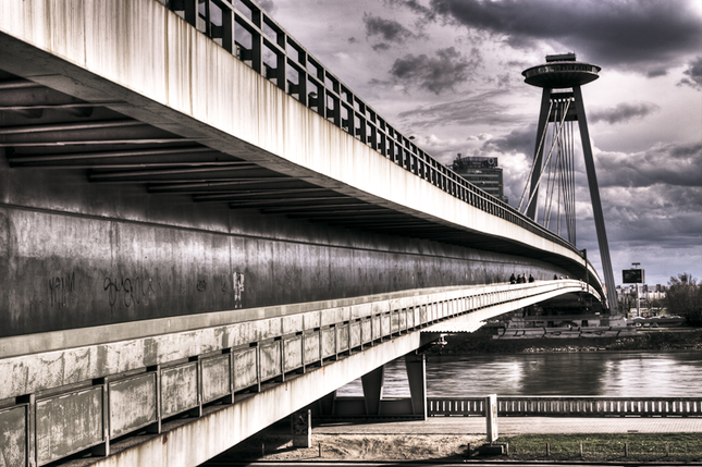 Za mostom...