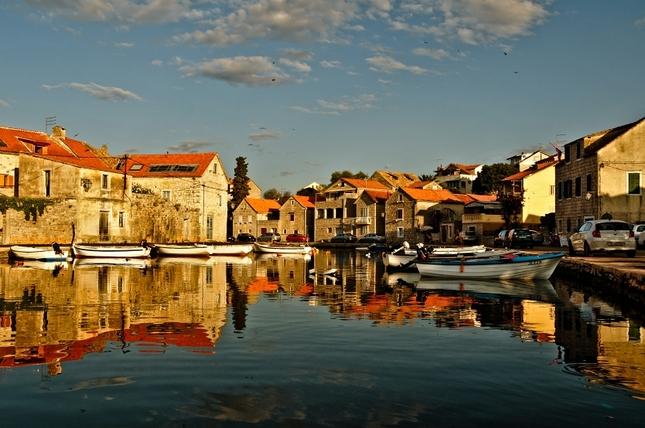 Prístavne mestečko