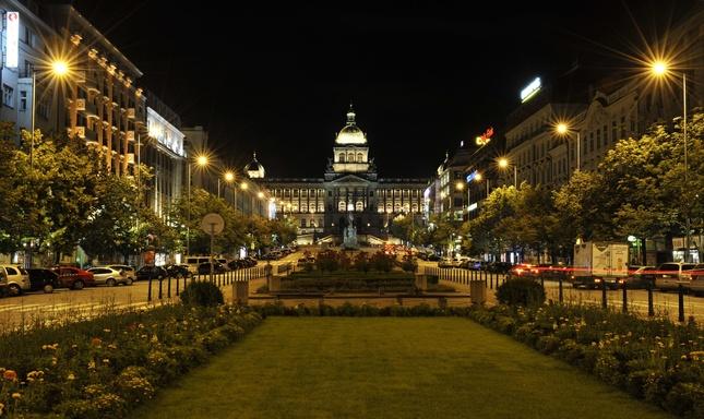 Nočné Václavské námestie