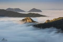 * Súlovský hrad v oblakoch *