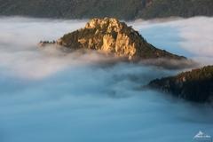 * Súľovský hrad v oblakoch *