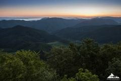 * Krajina tisíc kopcov *
