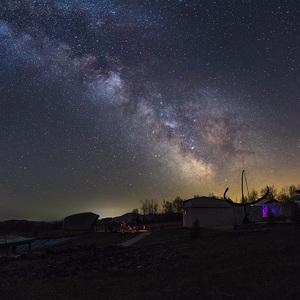 Aprílová galaxia