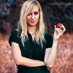 Dievca s jablkom