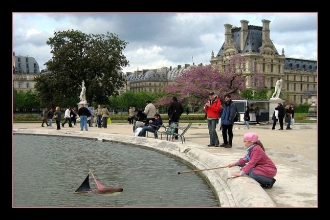 ...dievča v ružovom....a Louvre.