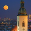 big mesiac nad Bratislavou