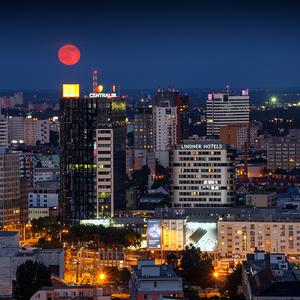Mesiac nad Bratislavou