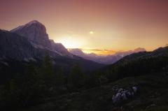Východ slnka nad údolím