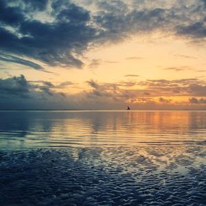 Východ slnka nad Indickým oceáno