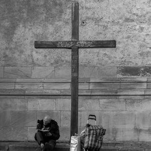 So svojim krížom