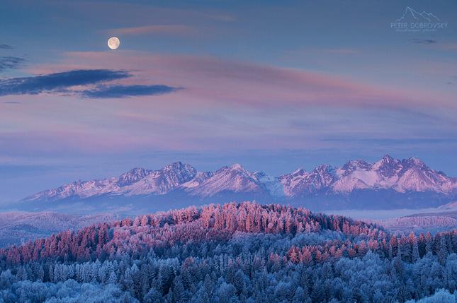 Keď  sa Mesiac so Slnkom vítal.