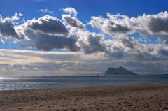S oblakmi na Gibraltar