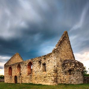 Románsky kostolík v Haluziciach